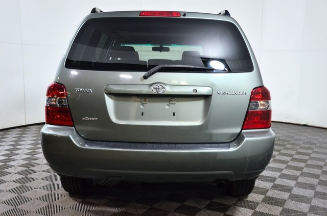 Pre-Owned 2005 Toyota Highlander AWD